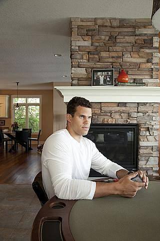 Kris Humphries ve svém domě u jezera
