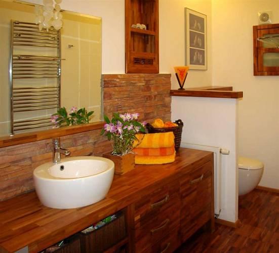 V koupelně je zastoupeno všech pět prvků - Dřevo, Voda, Kov, Oheň a Země.