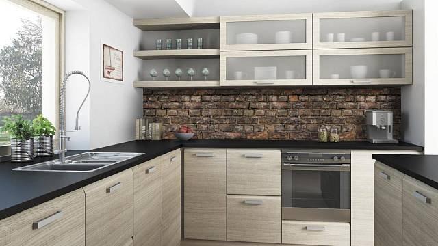 Zajímavý příklad, co deska T.board dokáže - záda kuchyně je T.board s potiskem T.overface v podobě cihel.