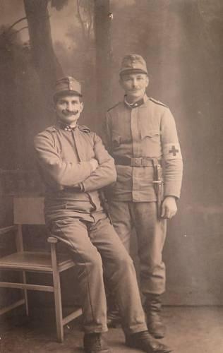 Jan Pospíšil na fotce vpravo.