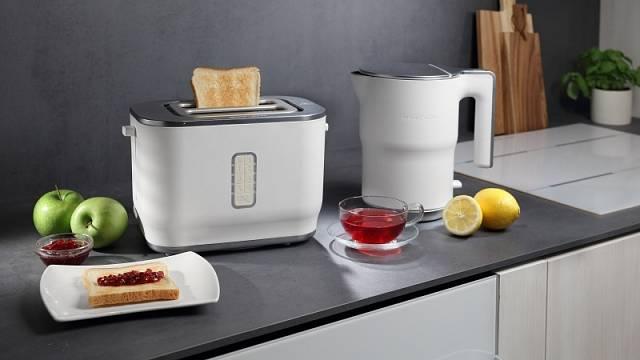 Rychlovarnou konvici K15ORAWod uznávaného designéra Ora Ïto můžete doplnit třeba toastovačem, cena konvice 1299 Kč.