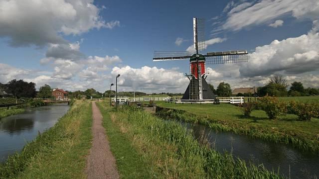 Holandsko kanály odvodnili prakticky celé, tak proč to v malém neudělat u vás?