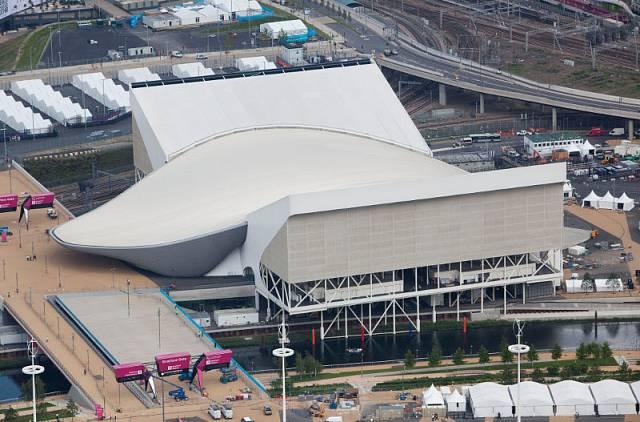 Plavecký stadion inspirovaný linií vlny