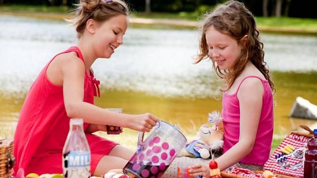 Pro děti zvolte plastové tvrzené nádobí s hravým dětským dekorem a nemusíte se bát, že by se něco rozbilo.