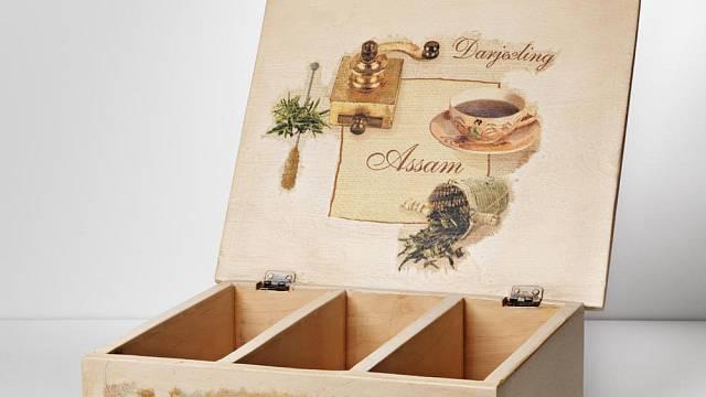 Dřevěná krabička ozdobená technikou decoupage