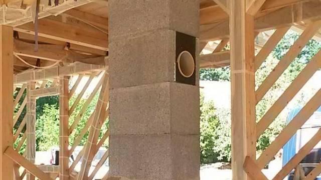 Ucelený stavební systém Schiedel s izostatickou tenkostěnnou vložkou.  Autor fotografie: Ing. Michal Kašpar – Komíny Kašpar