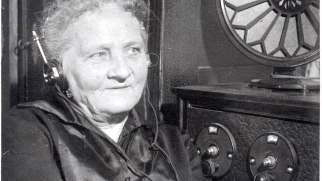 Högrova maminka ráda vařila, ale také poslouchala rádio