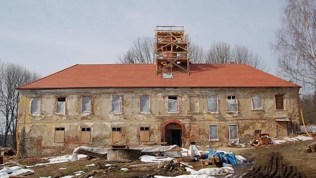 Jedna z oceněných památek minulých let - záchrana zámku Třebešice.