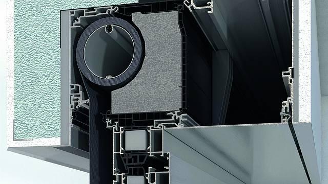 Prefabrikovaná a tepelně izolovaná roletová schránka sluneční clony ZDS v okenních systémech AWS je instalována jako jeden celek společně s vodicími lištami.