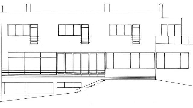 Vzhledem k náročnosti provozu koncipoval architekt vilu jako třípodlažní objekt s provozním a technickým suterénem
