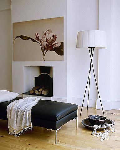 Elegantní a jednoduchá stojací lampa.
