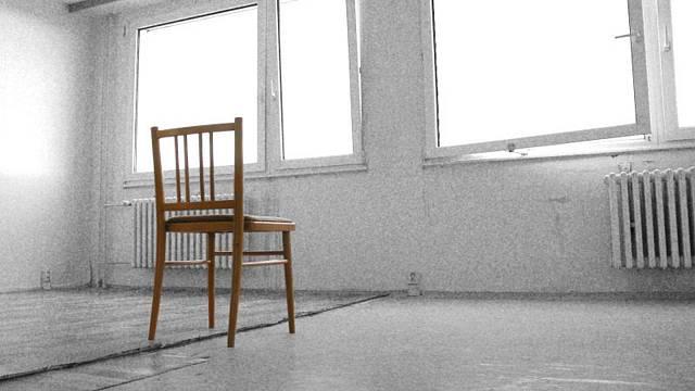 Takhle to začalo. Kdo má židli, bydlí. Ale pak začala rekonstrukce a my už nebydleli po 4 měsíce.