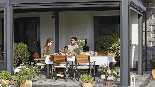 Zahradní pergola může sloužit téměř jako další plnohodnotný pokoj