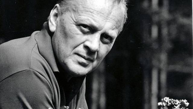 Höger vroce 1960 na své chatě ve Hvozdech