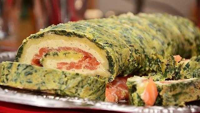 Sýrová roláda s uzeným lososem zabalená ve špenátové omeletě
