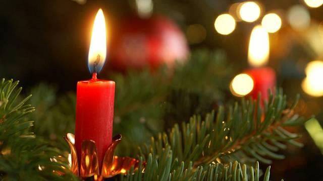 Svíčka na vánočním stromku