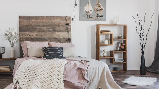 Čelo postele