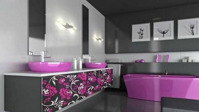 Stává se, že koupelně přisuzujeme prostor stejně velký jako ložnici. Proč ne? Pokud to je možné. Pak si můžete dopřát instalovat dvě umyvadla vedle sebe, dostatečně velký úložný prostor a popustit uzdu fantazii sjejím barevným laděním a použitými deko...