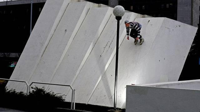DNes využívají lidé na inline brislích a skateboardech kdejakou betonovou plochu, kde ohrožují jak sebe, tak i okolí