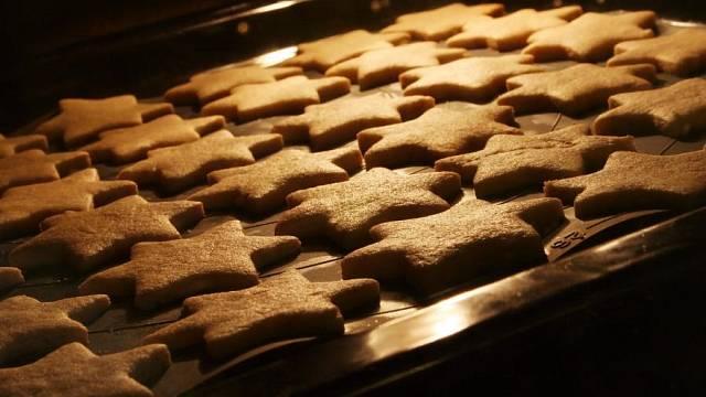 Pečení vánočního cukroví
