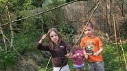Mé děti Tonička, Máňa a Ferda hrají na bambusy (chtěly mít japonská jména, tak tedy Toniko, Mičiko a Fudži)