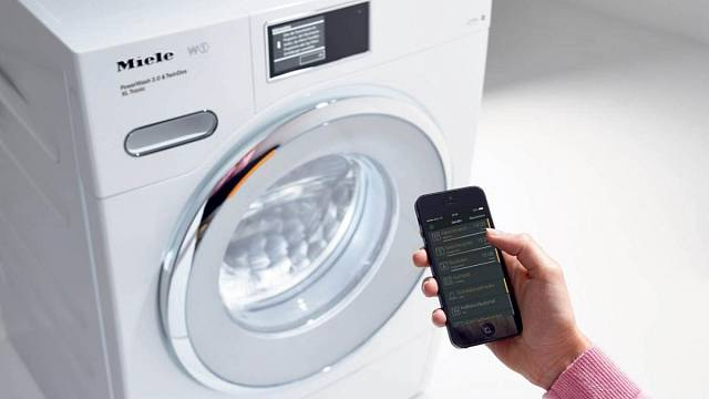 Nejmodernější pračky je dnes možné ovládat i pomocí chytrých telefonů