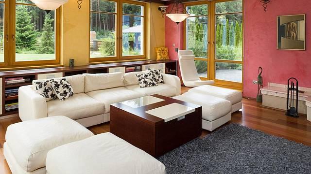 interiér domu si majitelé zařídili sami podle sebe