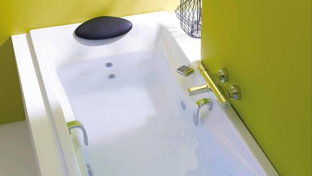 Akrylátová vana Reach včetně podpěr a podhlavníku, výrobce Kohler, rozměr: 180 x 80 cm, prodává Keramika Soukup za 20 096 Kč