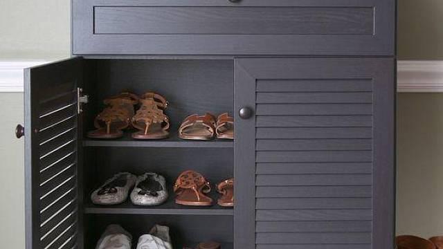 Tohle je ideální skříňka na boty do předsíně - zavíratelná, neprůhledná a odvětrávaná