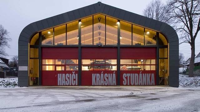 Hasičská zbrojnice Krásná Studánka, soutěžící TOMIVOS s.r.o.; Vítěz odborné poroty v kategorii Dřevěné konstrukce – realizace