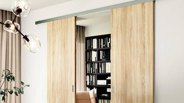 Dveře posuvné po stěně mají už z principu mezi stěnou a dveřmi mezery, kterými se hluk šíří.