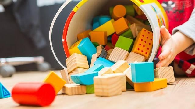 Dřevěné hračky a stavebnice jsou stále velmi oblíbené, a to především díky velké odolnosti, bezpečnosti a variabilitě.