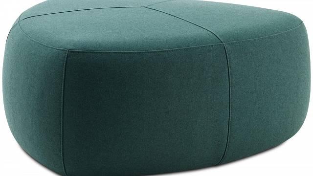 Dostatečně velký taburet poslouží v obytném interiéru mnoha způsoby a v neposlední řadě sehraje roli barevného akcentu. Taburet od Bo Conceptu s rozměry 96 x 96 cm zaujme jak svým netypickým tvarem, tak zajímavým barevným odstínem. (cena 16 570 Kč) ...