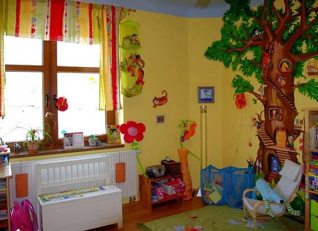 Strom v dětském pokoji symbolizuje přírodu a současně rozvíjí kreativitu dítěte.