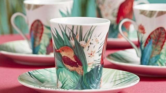 Veselý dekor porcelánových šálků na espresso Paradis vás přenese do exotických zemí, cena 1690 Kč.
