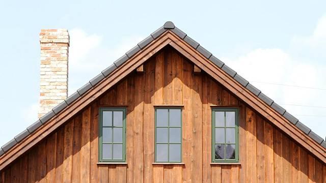 Dřevěný štít
