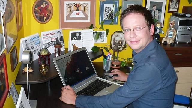 Aleš ve své vysněné pracovně (foto Michal Jagelka)