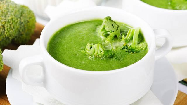 Mezi nejčastější úpravy brokolice patří rozmixování do polévky.