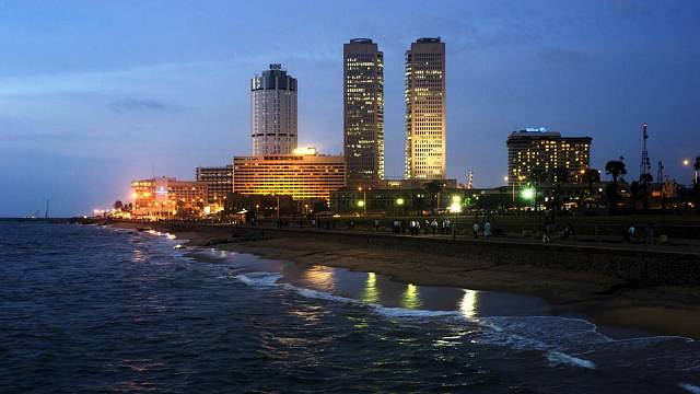 Noční pohled na Kolombo. Foto: Kateřina Francová