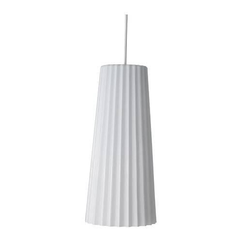 Dvojici lamp by zajímavě doplnila skupina tří až pěti zavěšených skleněných svítidel LUNTA různé velikosti (průměrem 11 až 20 cm).