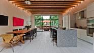 Kuchyně s jídelnou a samozřejmě to nejdůležitější - nádherný strop