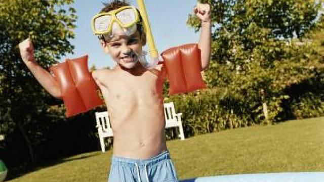 Ani v malém nafukovacím bazénku nenecháváme děti bez dozoru.