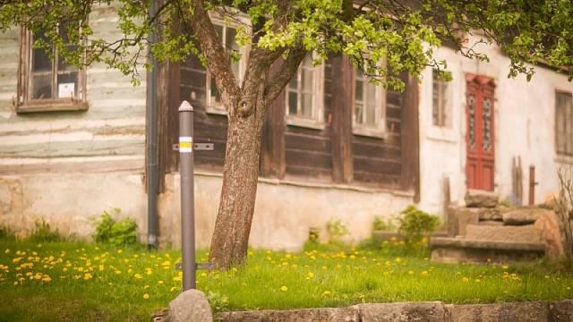 Žlutá turistická značka vás dovede do obce Světlá pod Ještědem.