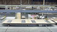 Nosné prvky fasády vznikaly nejprve jako prefabrikáty u firmy Huber & Sohn – základem je dřevěná masivní stěna z vlastního vývoje, oboustranně vyztužená opláštěním ze  sádrovláknitých desek FERMACELL.
