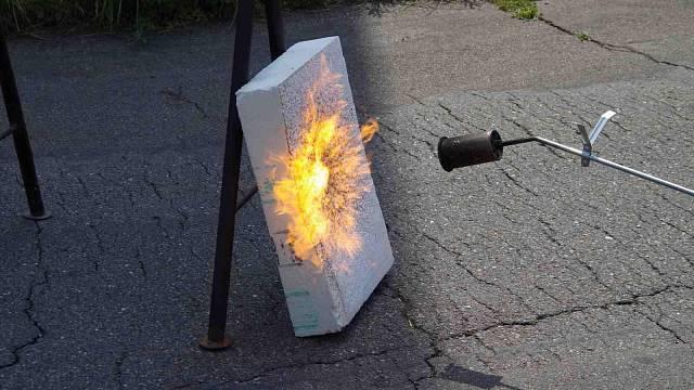 Polystyren pod plynovým hořákem