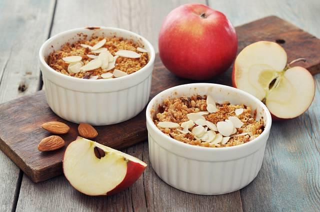 Crumble lze zapéct i v malých miskách po jednotlivých porcích.