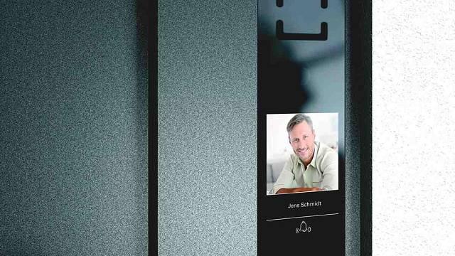 Ovládání dveří umožní intiuitivní a dotykový Schüco DCS Touch Display