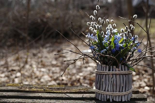 Jarní aranžmá s ladoňkami