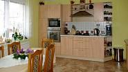 Kuchyně se zděnou spíží 5