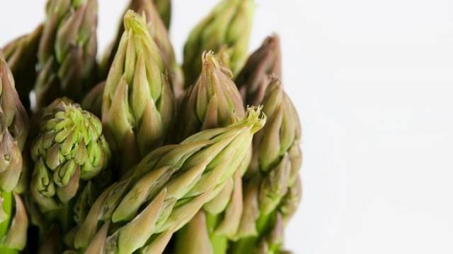 Asparágus je také zelenina, kterou všichni dobře známe pod názvem chřest či špargl.